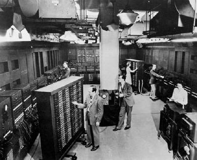 http://fauzanmaverick.files.wordpress.com/2010/08/komputer-eniac.jpg